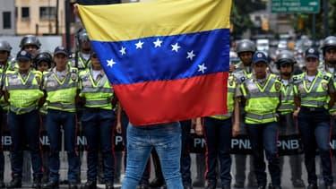 La situation sociale reste très tendue au Venezuela, où l'opposition réclame le départ de Maduro.