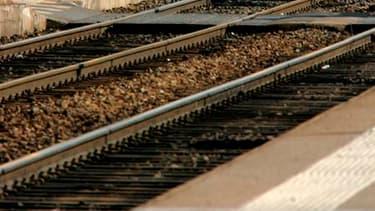 Pour la troisième fois depuis le début de l'année, le trafic de la SNCF en France connaîtra des perturbations en raison d'une grève qui débutera mardi à 20 heures pour une durée encore indéterminée. /Photo d'archives/REUTERS