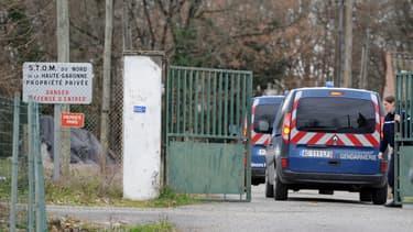 Les enquêteurs dans l'affaire du meurtre de Patricia Bouchon, le 25 février 2011, près de Bouloc en Haute-Garonne.