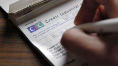 Le chèque arrive loin derrière la carte de crédit et le paiement en espèces