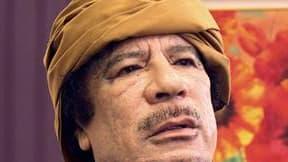 Le colonel libyen Mouammar Kadhafi est sorti de son silence pour narguer l'Otan et affirmer qu'il se trouvait en un lieu tenu secret et inaccessible aux avions de l'Alliance atlantique. /Photo d'archives/REUTERS/Huseyin Dogan