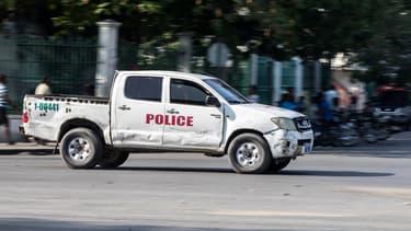 Un pick-up de la police haïtienne dans les rues de la capitale Port-au-Prince, en avril 2021 (PHOTO D'ILLUSTRATION)