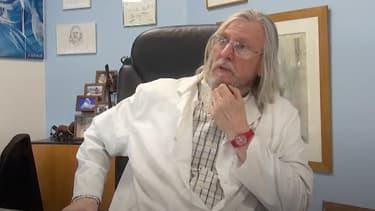 Le professeur Didier Raoult dans son bureau à l'IHU de Marseille.