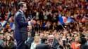 """A Nice, pour son dernier meeting, Nicolas Sarkozy a appelé à la mobilisation pour faire mentir les sondages, qui placent le candidat socialiste en tête. """"Rassemblez-vous, (...) venez en masse dimanche porter votre bulletin"""" a-t-il lancé. /Photo prise le 2"""