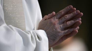 C'est une plainte pour faux qui a permis de démasquer le faux prêtre.
