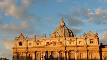 Une Roumaine de 36 ans sans domicile fixe a accouché d'une petite fille dans la nuit de mardi à mercredi juste derrière la basilique Saint-Pierre à Rome, a rapporté Federico Lombardi, le porte-parole du Vatican, qui lui a proposé un hébergement - Mercredi 20 janvier 2016