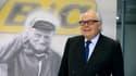 Bruno Bich devant la photo de son père, Michel Bich.