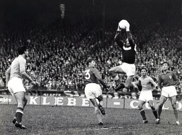 Le gardien français Georges Lamia lors de la défaite en demi-finale de l'Euro 1960 contre la Yougoslavie