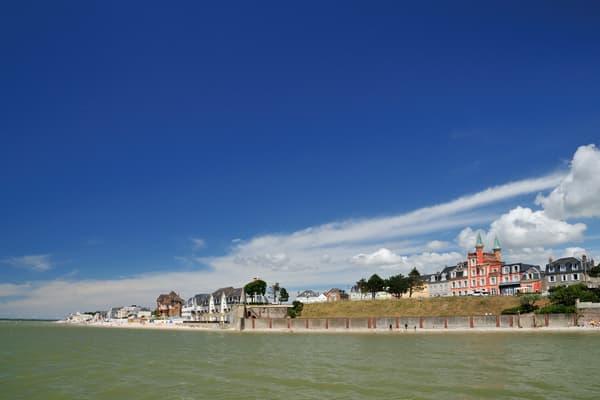 Orientée sud, la plage du Crotoy est propice à la baignade, à marée haute