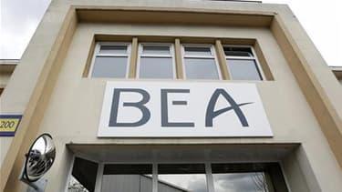 Selon le Bureau d'enquête et d'analyses (BEA), le châssis d'une boîte noire du Rio-Paris, mais non le module contenant les données de vol, a été retrouvé lors d'une plongée du robot sous-marin Remora 6000 au large du Brésil. /Photo prise le 4 avril 2011/R