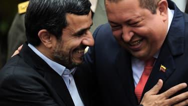 Hugo Chavez et Mahmoud Ahmadinejad, complices, en janvier 2012, à Caracas.