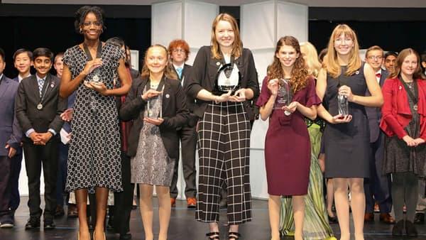 Alaina Gassler (au centre avec le pantalon à carreaux) a reçu un prix de 25.000 dollars pour son innovation.