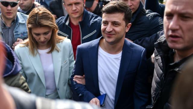 Volodymyr Zelensky à la sortie d'un bureau de vote de Kiev, le 21 avril 2019.