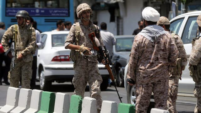 Des policiers à Téhéran, le 7 juin 2017.