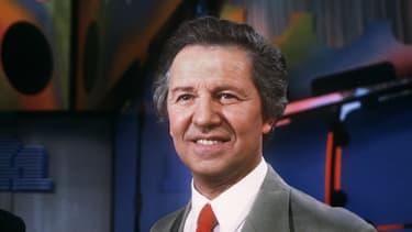 """Fred Mella, membre des Compagnons de la Chanson, sur le plateau de l'émission de télévision """"Tournez manège"""" de TF1, le 06 avril 1987"""