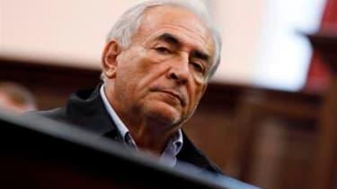 Dominique Strauss-Kahn, accusé d'agression sexuelle et de tentative de viol sur une femme de chambre d'un hôtel de New York, a démissionné de son poste de directeur général du Fonds monétaire international (FMI). /Photo d'archives/REUTERS/Shannon Stapleto