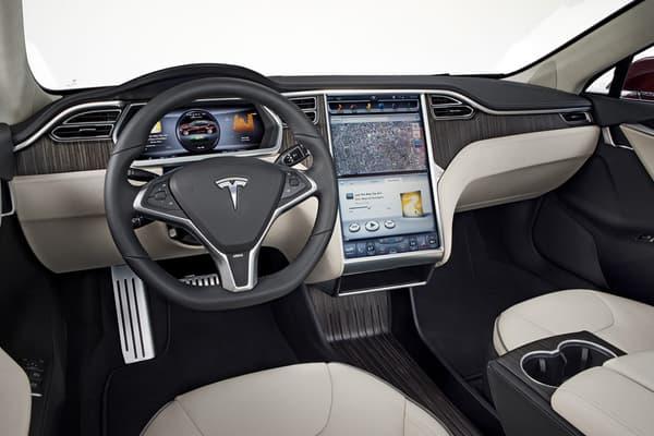 L'intérieur futuriste de la Model S