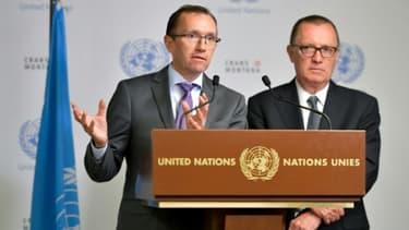L'émissaire spécial de l'ONU,E spen Barth Eide (g) et le secrétaire général adjoint de l'ONU aux affaires politiques, Jeffrey Feltman, le 28 juin 2017 à Crans-Montana, en Suisse