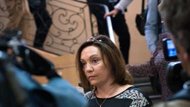 L'enseignante est poursuivie pour la mort de son élève qu'elle avait envoyé dans le couloir pour le punir.