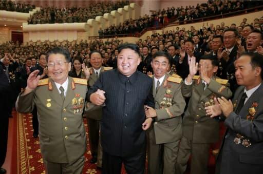 Le dirigeant nord-coréen Kim Jong-Un, lors d'un spectacle réservé aux scientifiques et techniciens nucléaires à Pyongyang, sur une photo non datée fournie par l'agence officielle nord-coréenne KCNA