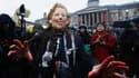 """Deux cents personnes se sont rassemblées samedi à Trafalgar Square, dans le centre de Londres, pour """"fêter"""" la mort de Margaret Thatcher, décédée lundi dernier à l'âge de 87 ans. /Photo prise le 13 avril 2013/REUTERS/Olivia Harris"""