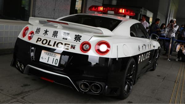 L'arrière de la Nissan GT-R de la police japonaise