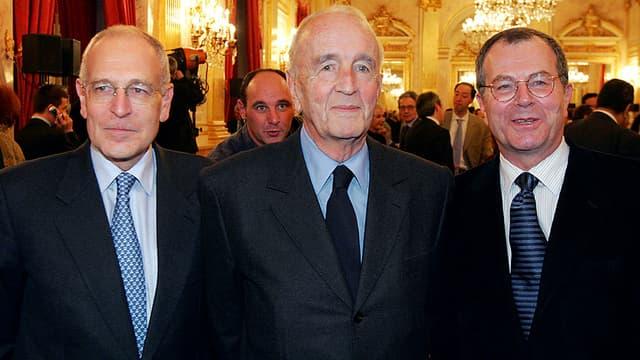 André Rousselet en 2004, entouré du président deTF1 Patrick Le Lay (à gauche) et de Marc Tessier, PDG du groupe France Télévision.