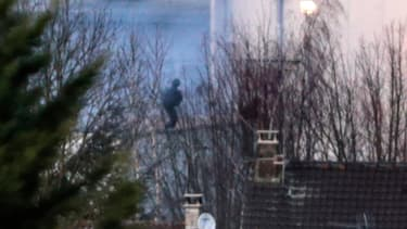 Le GIGN lance l'assaut contre les retranchés de Dammartin-en-Goële, au nord-est de Paris, le 9 janvier 2014.