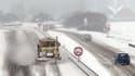 Chasse neige sur l'autoroute