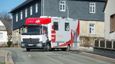 """La """"Sparkasse"""" de Kronach-Kulmbach a lancé en 2015 ce concept d'agence itinérante qui a parcourt plus de 20.000 kilomètres par an."""