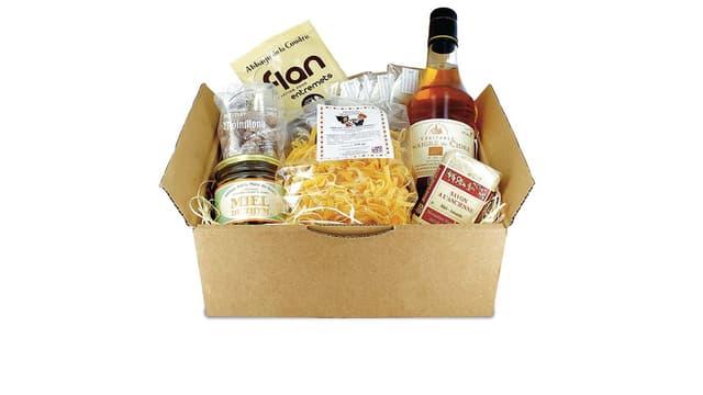 En février, la box contenait notamment du miel, du savon, des pâtes et du vinaigre de cidre.