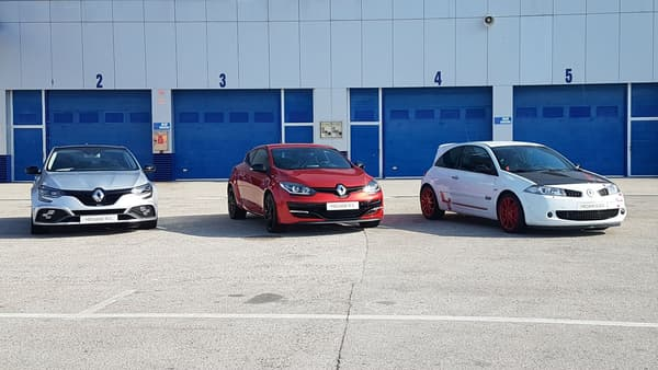 A côté de la nouvelle Mégane RS troisième du nom (à gauche), la 275 (2e génération) et la R26.R (1ère génération).