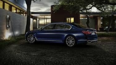 La Série 7 édition limitée pour le centenaire de BMW sera aussi disponible en hybride rechargeable.