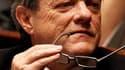 Le ministre de l'Ecologie et président du Parti radical, Jean-Louis Borloo, a ouvert la porte samedi à Lyon à une candidature centriste pour l'élection présidentielle de 2012. /Photo prise le 4 mai 2010/REUTERS/Charles Platiau