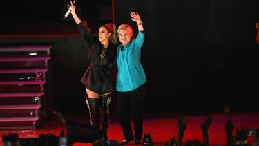Hillary Clinton sur scène au côté de Jennifer Lopez