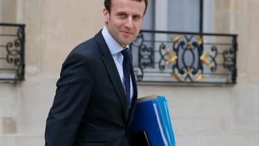 """Emmanuel Macron présentera son programme fiscal """"dans une dizaine de jours""""."""