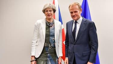 Donald Tuks, ici aux cotés de Theresa May, a annoncé cet accord sur Twitter