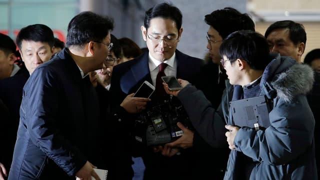 Les enquêteurs sud-coréens qui ont auditionné l'héritier de Samsung réclament son arrestation.