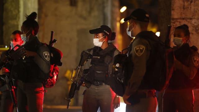Les forces de sécurité israéliennes à Jérusalem ce lundi soir.