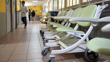 Couloirs des urgences de l'hôpital Trousseau de Tours