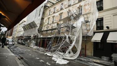 Un échafaudage s'est effondré à cause du vent à Paris.