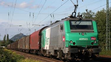 Le fret ferroviaire pâtit de la grève, selon Guillaume Pepy. Et la CGPME s'inquiète des conséquences du mouvement sur l'économie.