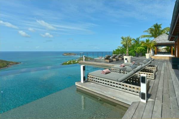 Johnny était également propriétaire d'une maison de 500 m² sur l'île paradisiaque de Saint-Barthélémy