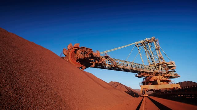 Après le pétrole, c'est le reste des matières premières qui flanche ce matin. Les grands miniers australiens, BHPBilliton et RioTinto subissent de fortes baisses.