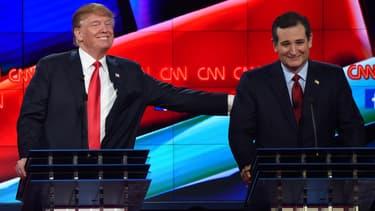 Donald Trump et Ted Cruz, durant un débat entre candidats républicains pour les primaires, le 15 décembre 2015, à Las Vegas