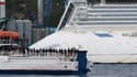 Un ferry a transporté dimanche les survivants et les familles des 32 personnes, dont dix Français, décédées il y a un an dans le naufrage du Costa Concordia, près de l'épave de 290 mètres de long qui repose toujours sur le flanc au large de l'île du Gigli
