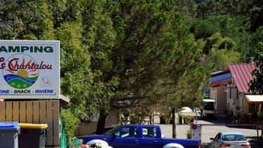 """Les campings pourront rouvrir le 2 juin """"dans tous les départements, à l'exception des établissements"""" situés """"dans les départements en zone orange"""", en Ile-de-France, en Guyane et à Mayotte, qui rouvriront le 22 juin, a annoncé jeudi Edouard Philippe."""