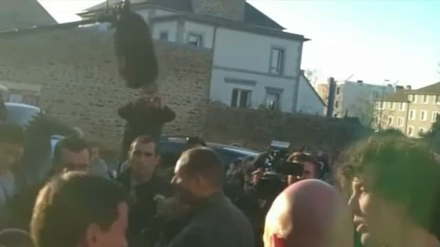 Manuel Valls giflé