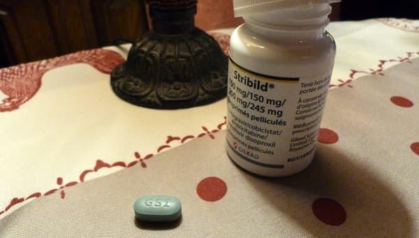 Depuis un an, le séropositif ne prend plus qu'un seul comprimé pour lutter contre le virus.