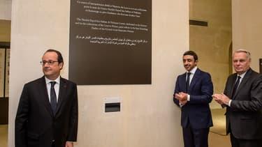 François Hollande en compagnie de Jean-Marc Ayrault et du ministre des Affaires étrangères des Emirats arabes unis, Sheikh Abdullah Bin Zayed Al Nahyan, le 5 juillet au Louvre.